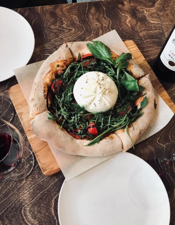 Er det en naturlov, at vin bare smager bedre på restaurant? Her er hemmeligheden:
