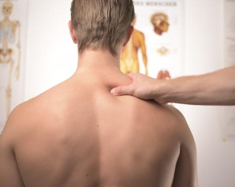 Ondt i ryggen? Sådan behandler du effektivt dine rygsmerter